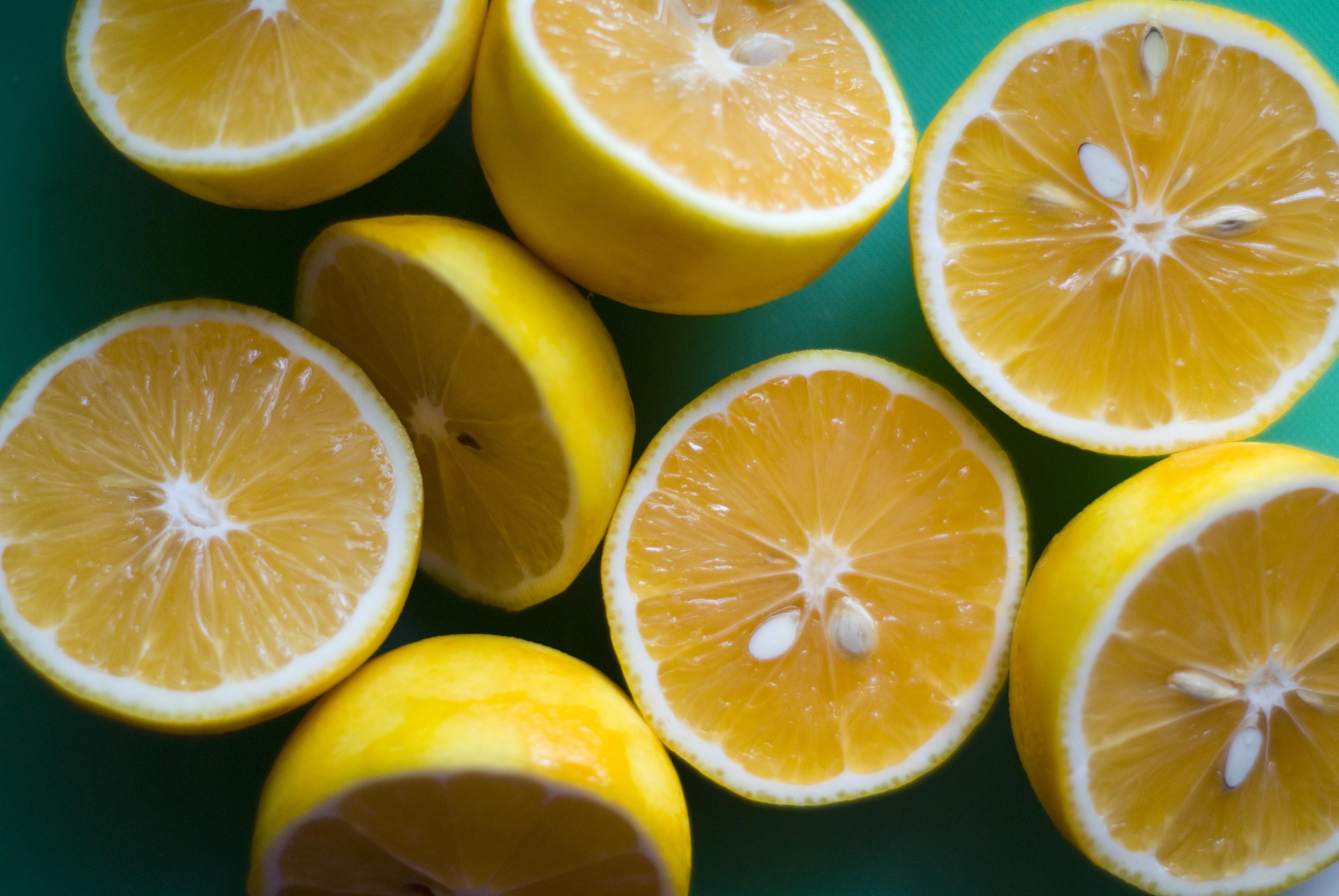 http://www.101herbs.com/blog/wp-content/uploads/2013/02/Lemon-Essential-Oil.jpg